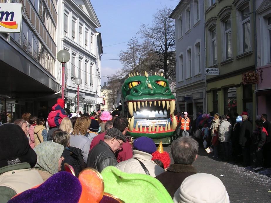 2006 02 27 Trier Germany Rosenmontagszug 53.jpg