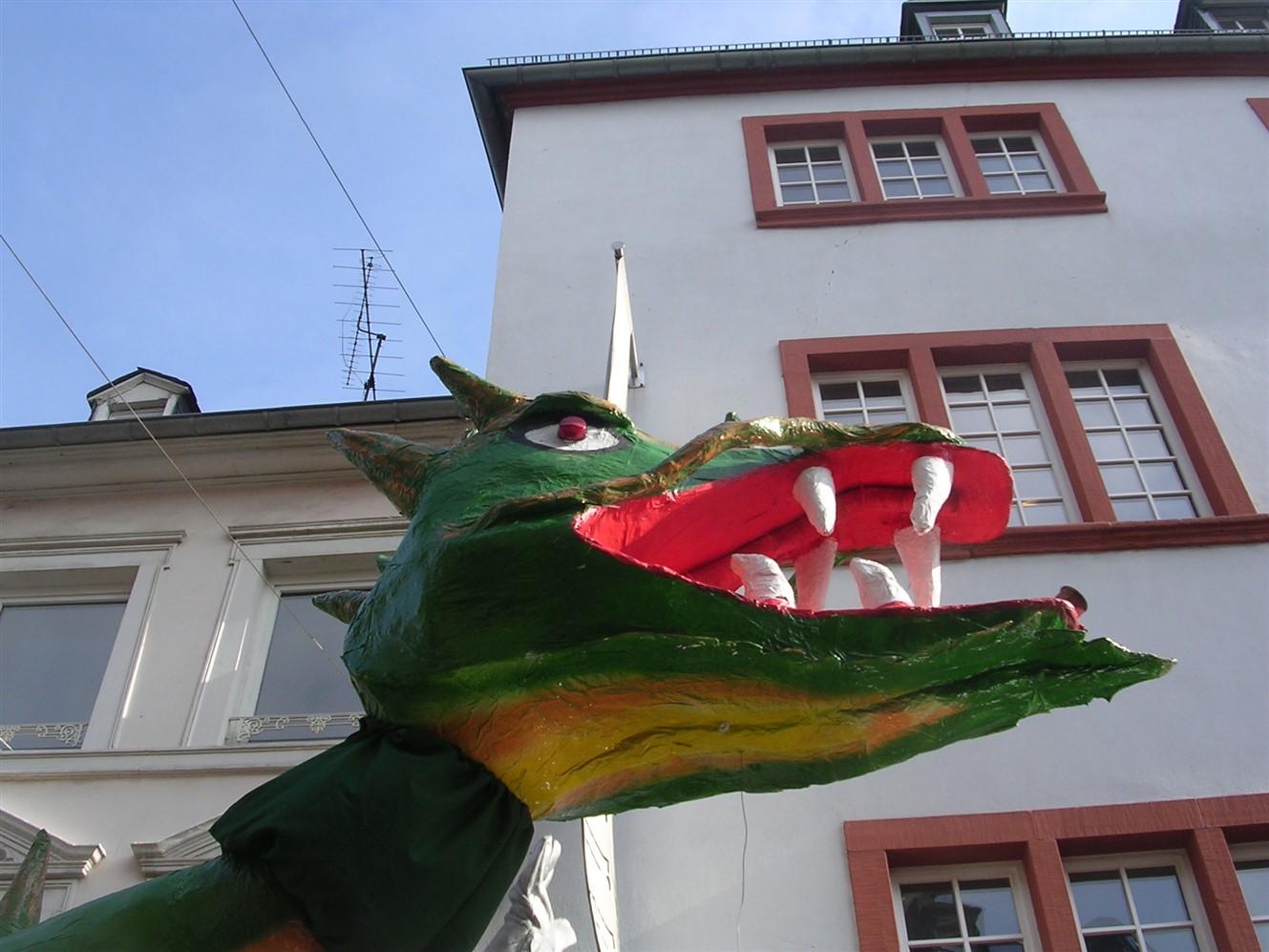 2006 02 27 Trier Germany Rosenmontagszug 68.jpg