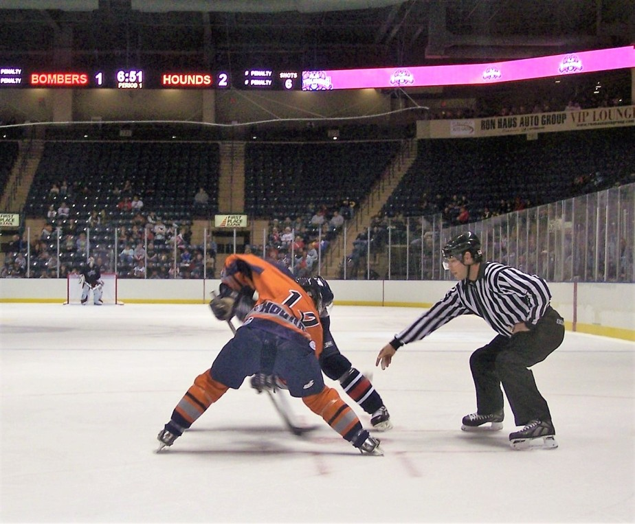 2006 10 13 Youngstown Steelhounds Hockey 11.jpg