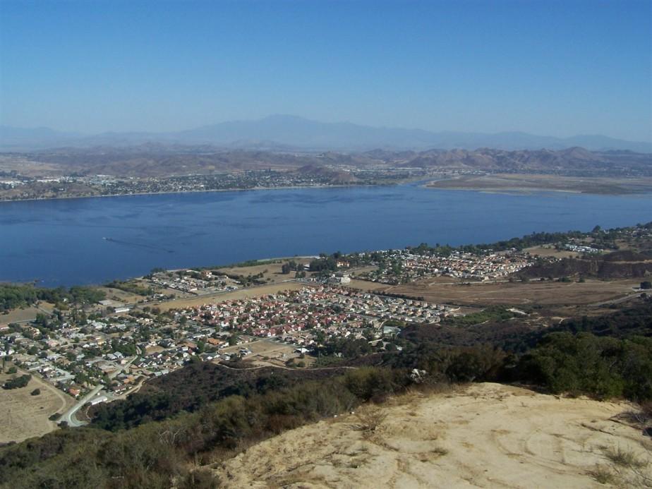 2006 11 10 73 Lake Elsinore CA.jpg