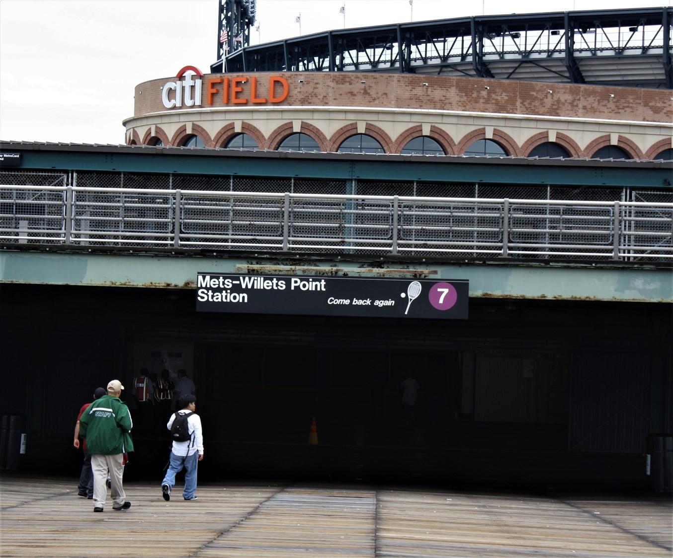 2009 06 21 Law School Road Trip Day 6 New York Mets 32.jpg