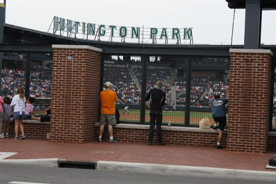 2009 09 06 48 Columbus Huntington Park.jpg