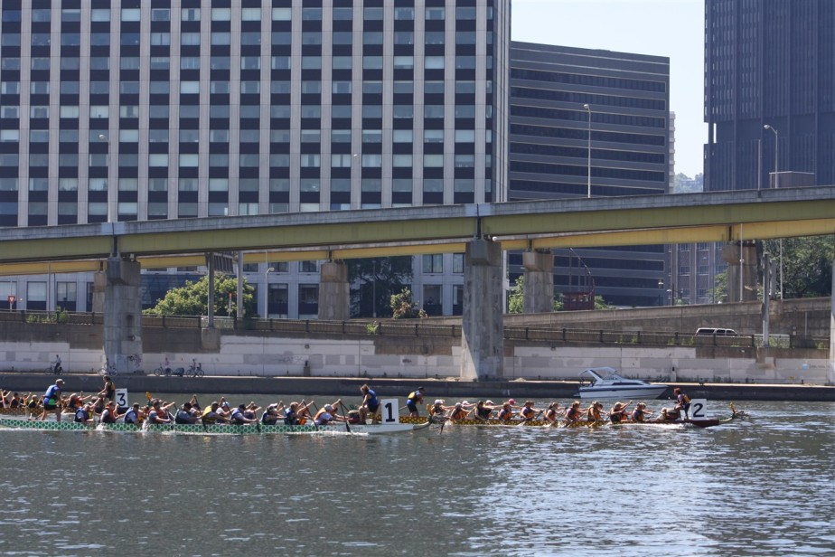 2010 07 03 Pittsburgh Regatta 10.jpg