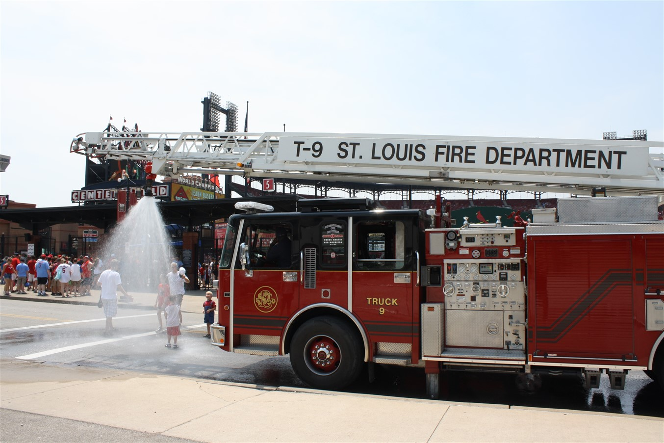 2012 07 01 117 St Louis Busch Stadium.jpg