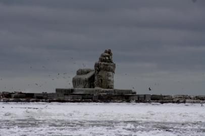 2010-12-27-frozen-cleveland-9