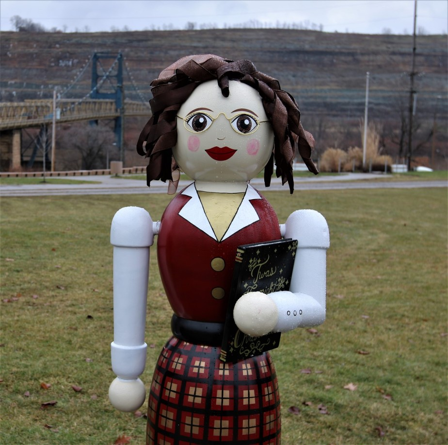 Steubenville, OH – December 2016 – Giant Nutcrackers