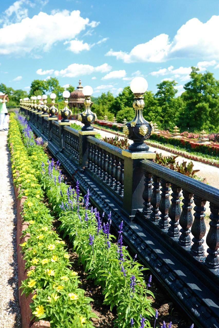 2017 07 02 18 New Vrindabad WV Palace of Gold.jpg