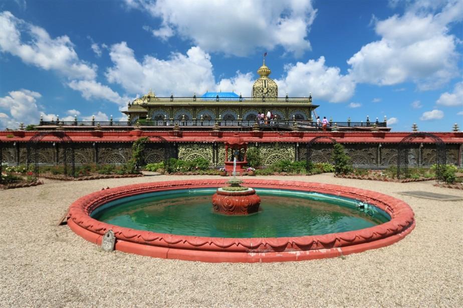 2017 07 02 30 New Vrindabad WV Palace of Gold.jpg