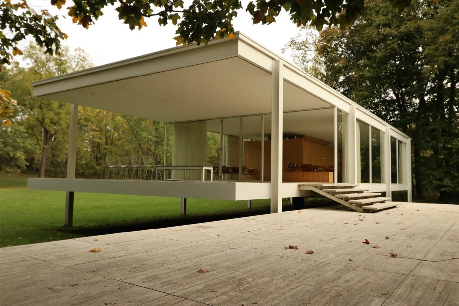 Plano, Illinois – October 2017 – Farnsworth House