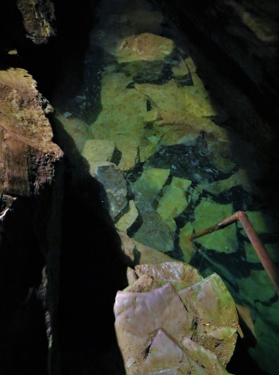2018 05 19 36 Bellevue OH Seneca Caverns.jpg