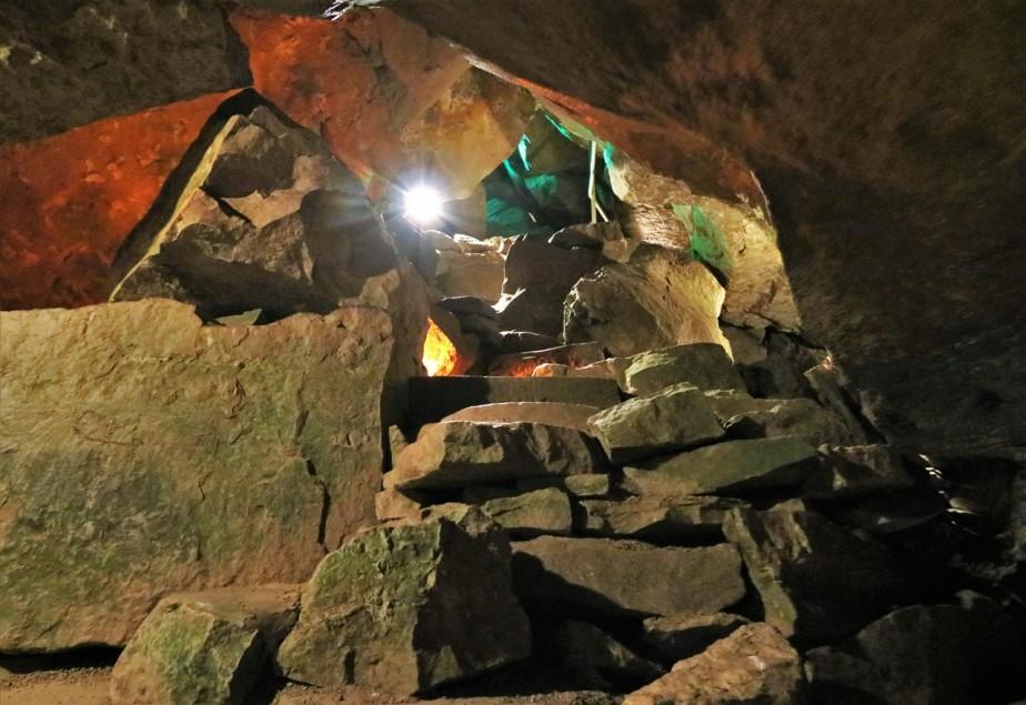2018 05 19 48 Bellevue OH Seneca Caverns.jpg