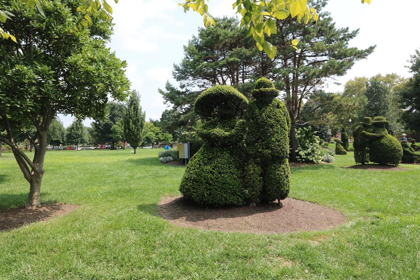 2018 08 26 102 Columbus Topiary Park.jpg