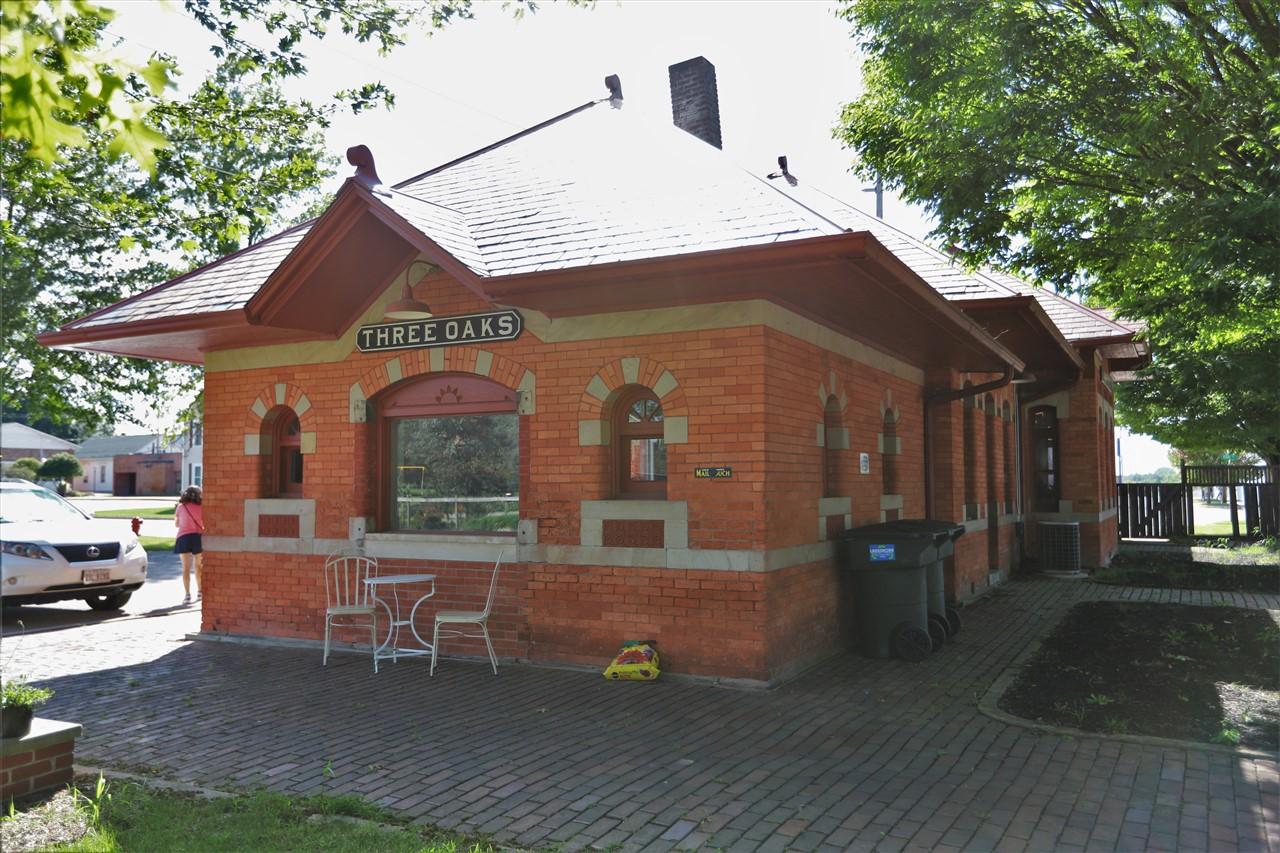 2018 09 02 221 Three Oak MI Train Depot.jpg
