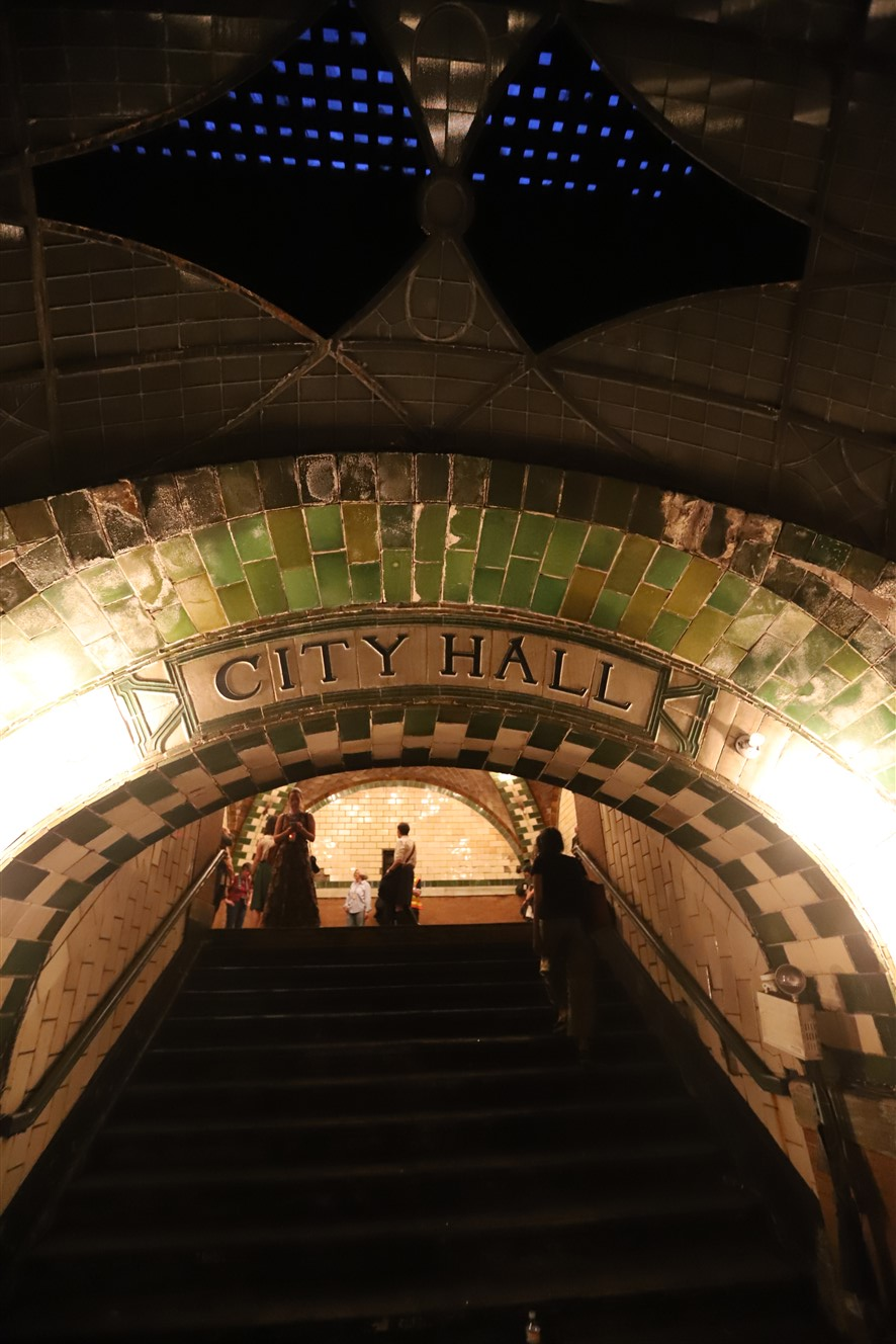 2018 09 26 226 New York City City Hall Subway Station Tour.jpg