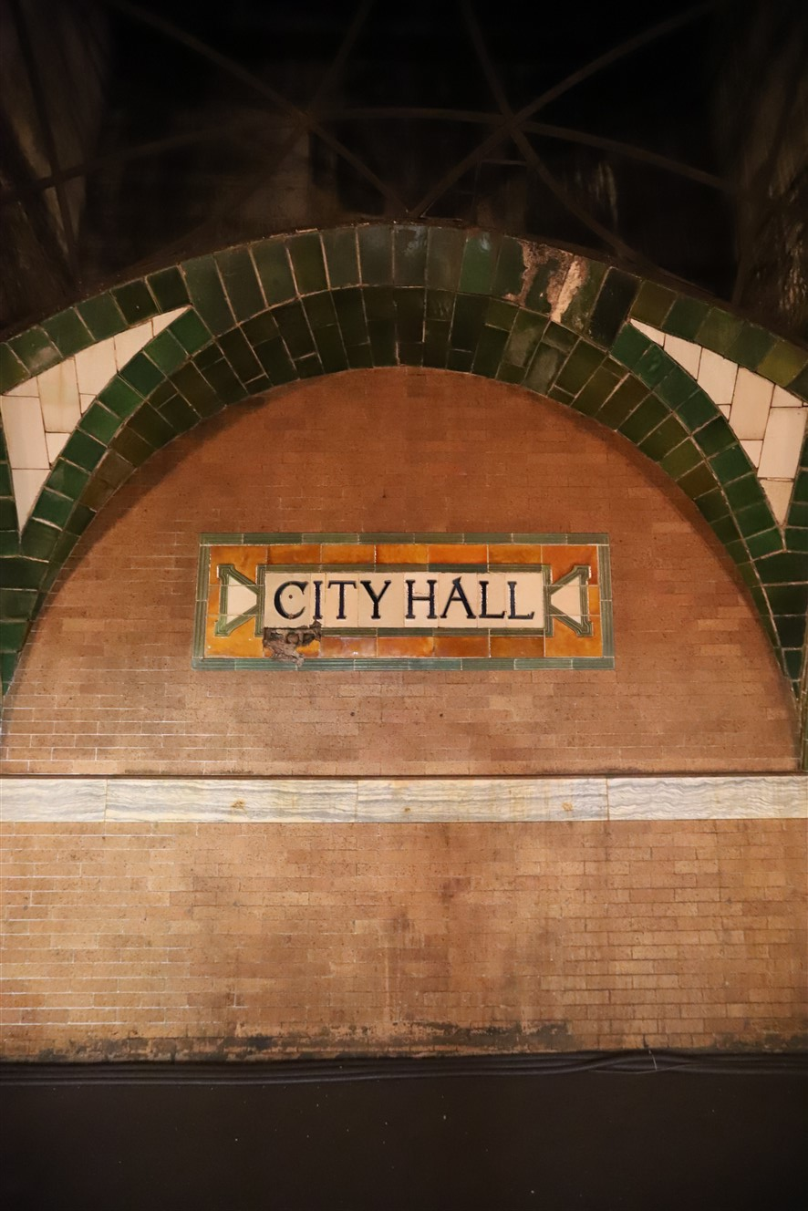 2018 09 26 230 New York City City Hall Subway Station Tour.jpg