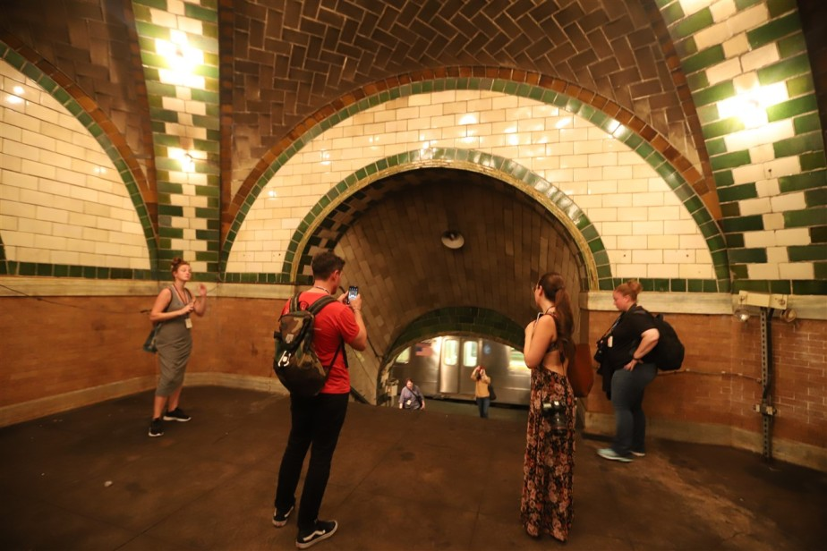2018 09 26 275 New York City City Hall Subway Station Tour.jpg