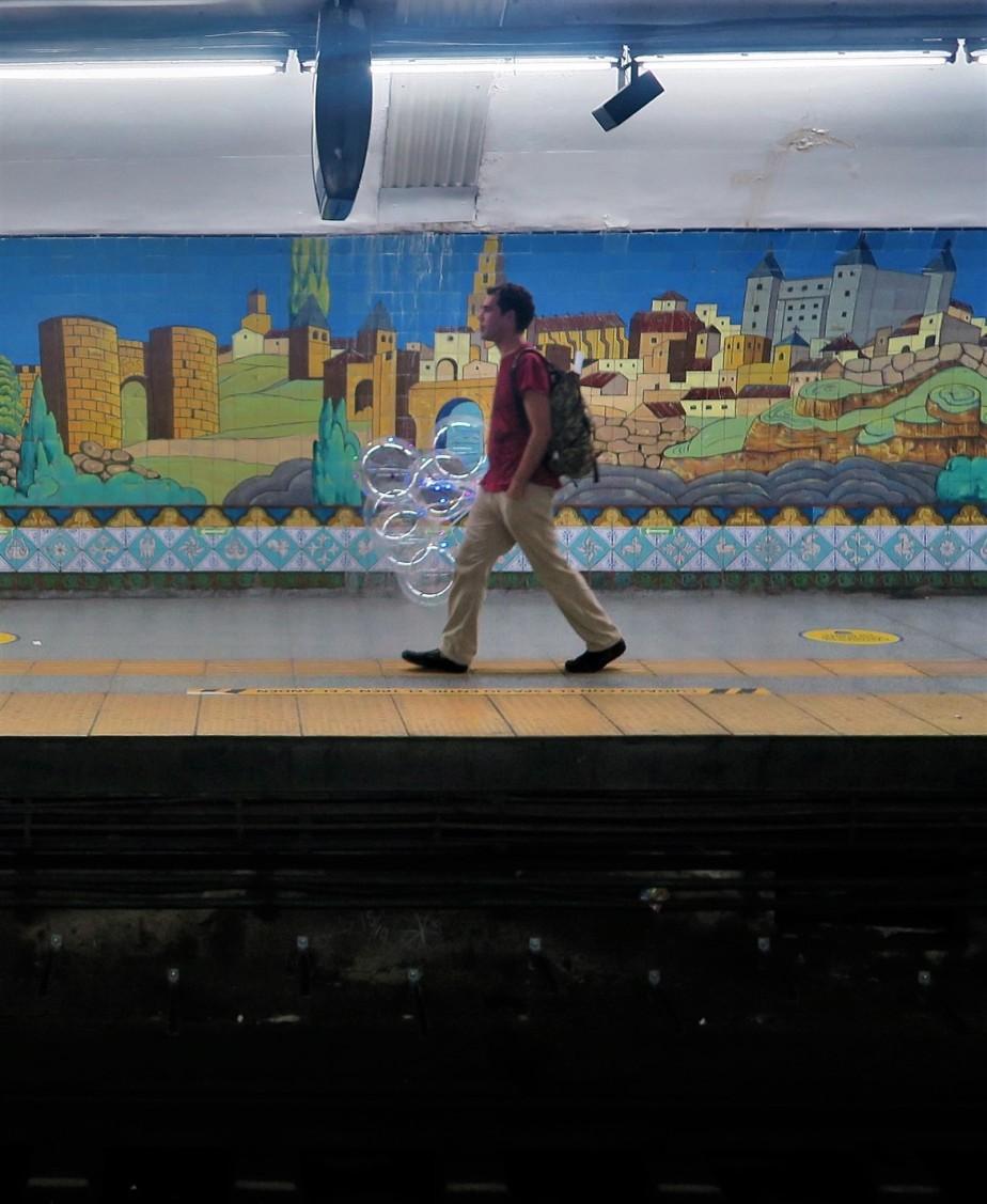 2020 01 01 76 Buenos Aires C Line Subway Art Tour.jpg
